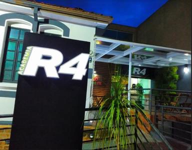 ACADEMIA R4 -