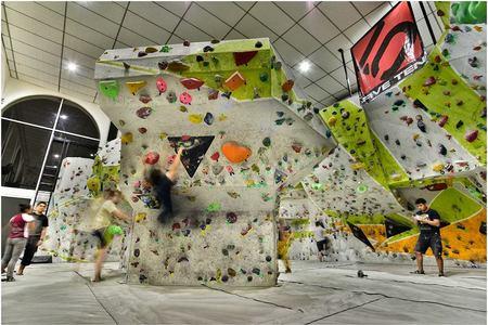 V + Bouldering and Sport Center -