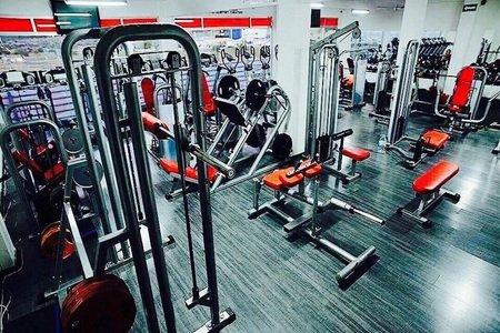 Ponteenforma Gym / Alamos -