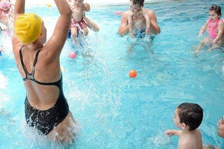 Nadar Jugando